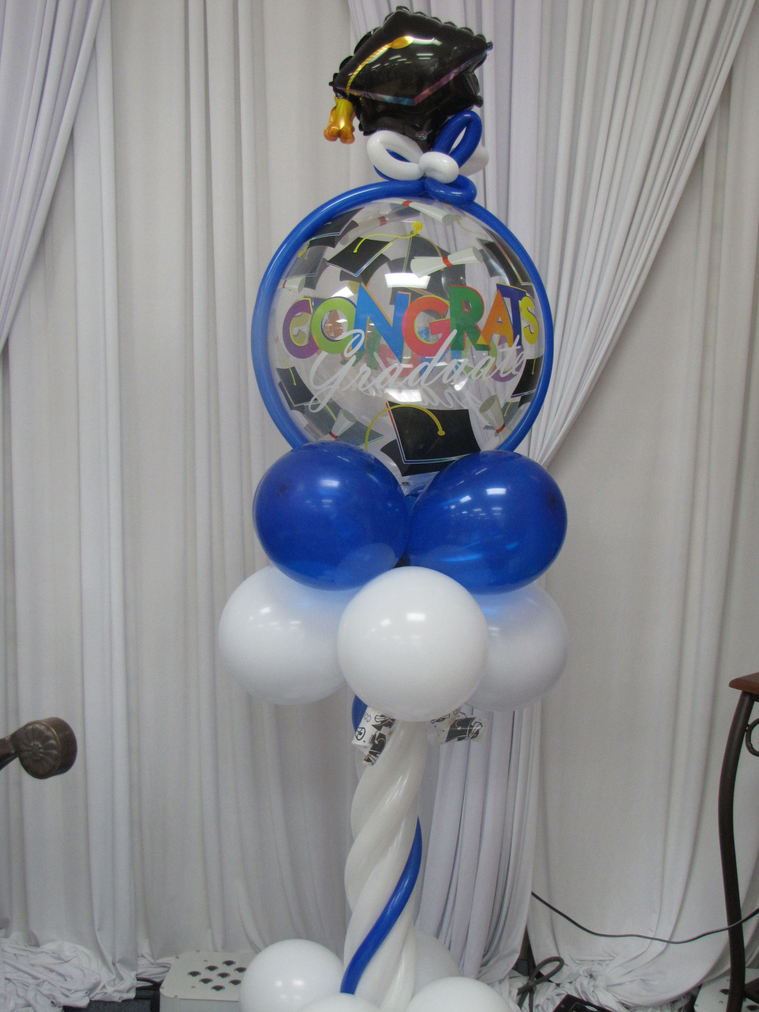 Graduation season balloon decor amytheballoonlady for Balloon decoration accessories