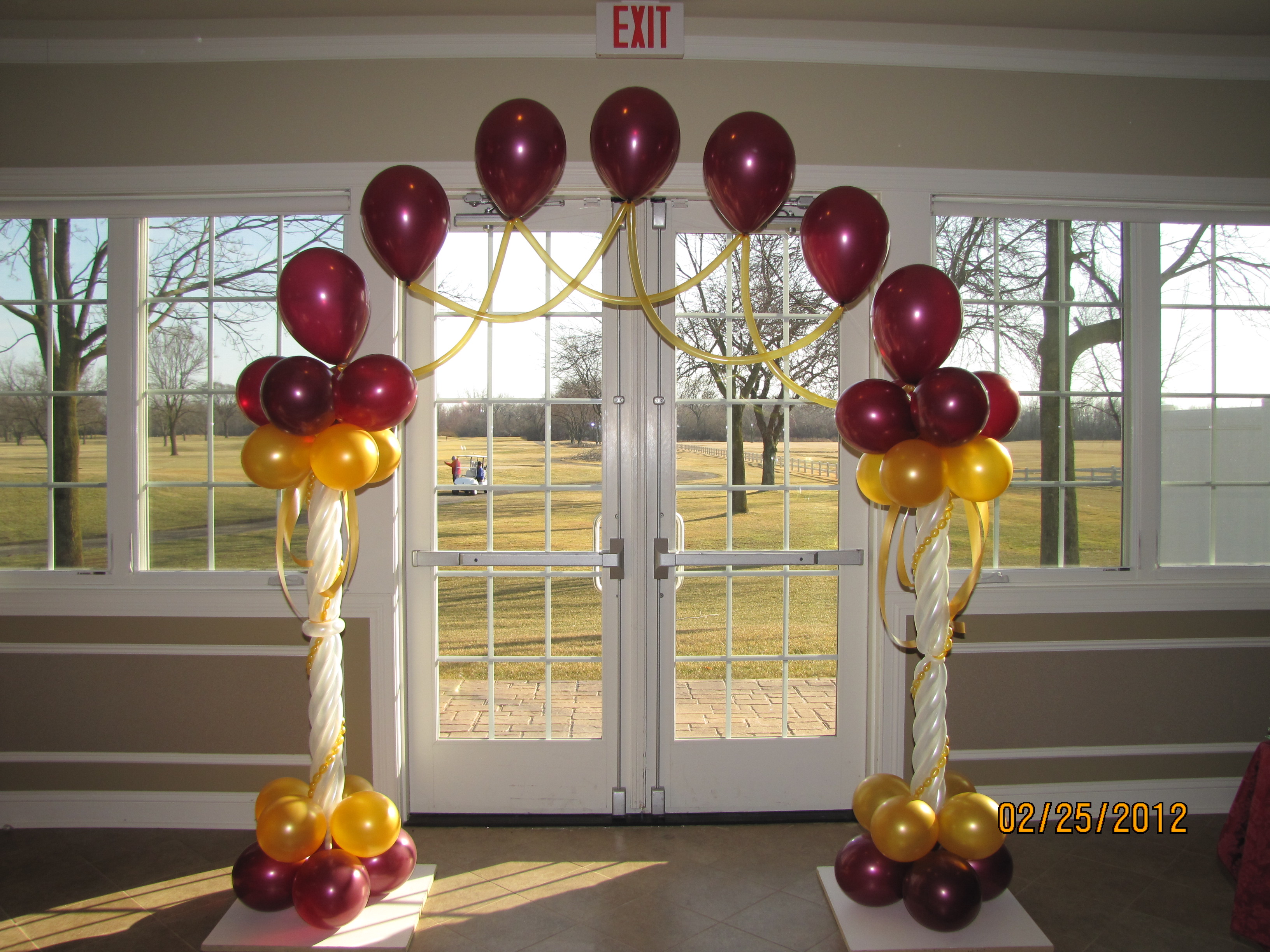 Wedding balloon arch amytheballoonlady for Balloon decoration designs
